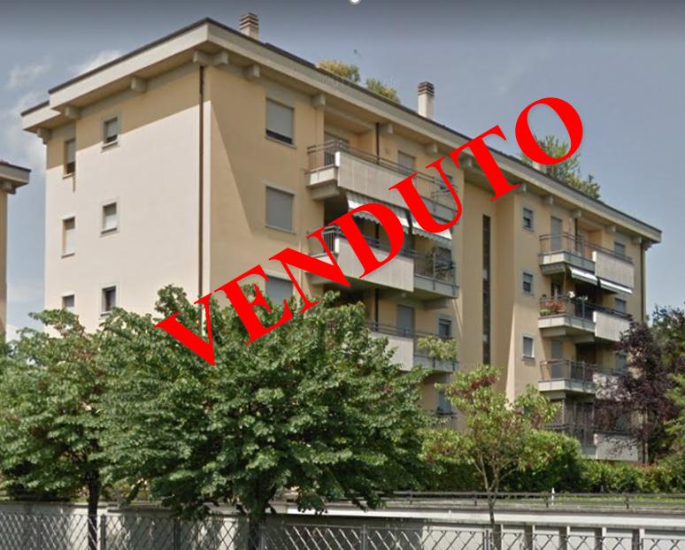 Crema cr ampio trilocale con box doppio e posto auto for Piani per due box auto con appartamento sopra